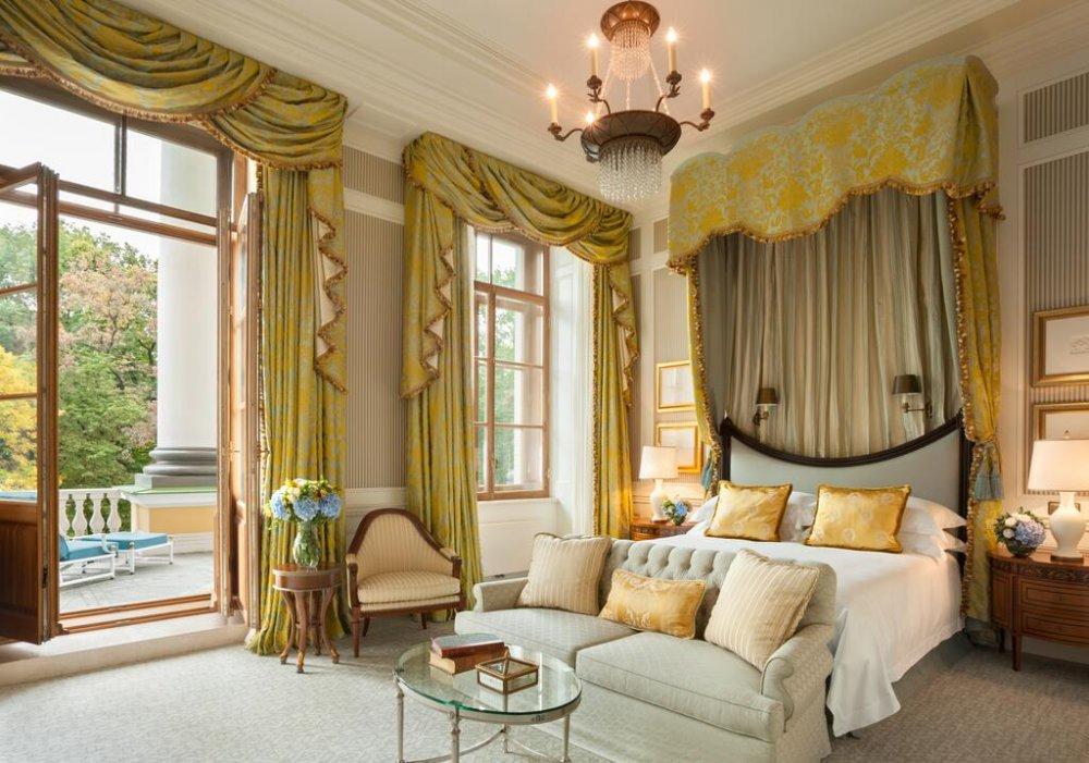 فندق فور سيزونز ليون بالاس سان بطرسبرغ، FOUR SEASONS HOTEL LION PALACE ST PETERSBURG