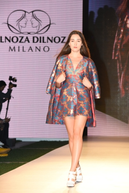 0f0692ba252f8 أبرز عروض الأزياء من اسبوع الموضة العربي في يومه الثاني برعاية هواوي - مجلة  هي