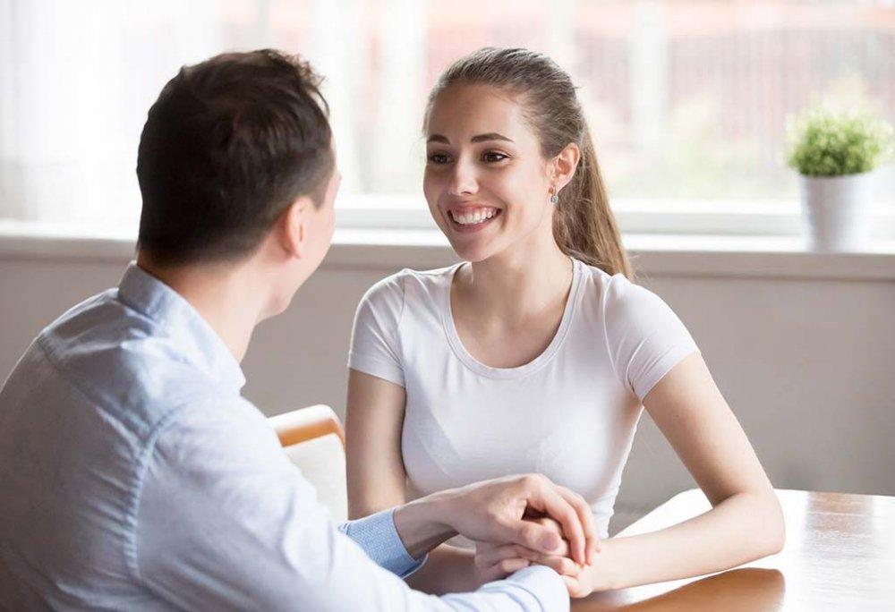 4 أسباب تدفعك إلى الإصغاء لزوجتك