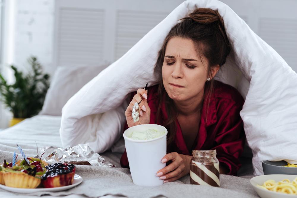 النساء ضحية الأكل العاطفي