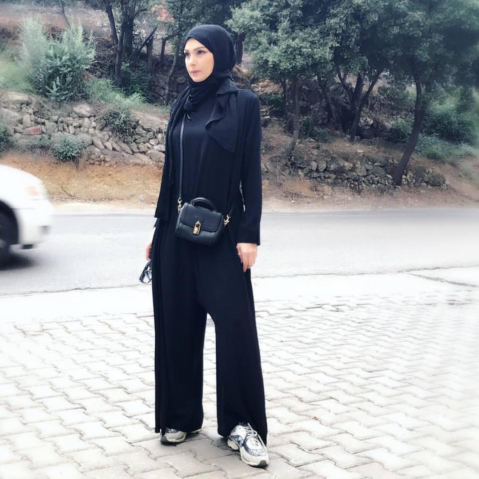0697504b7 اجمل ملابس محجبات اختاريها بأسلوب امل حجازي - مجلة هي