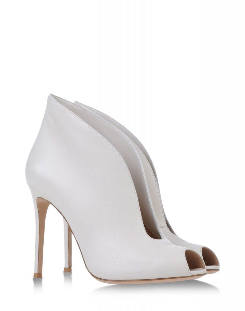 799ff055d صور احذية اعراس بموديل الجزمة لعروس الشتاء - مجلة هي