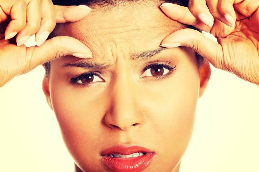 شيخوخة الجلد قبل الاوان وتقصف الشعر من علامات النظام الغذائي غير الصحي