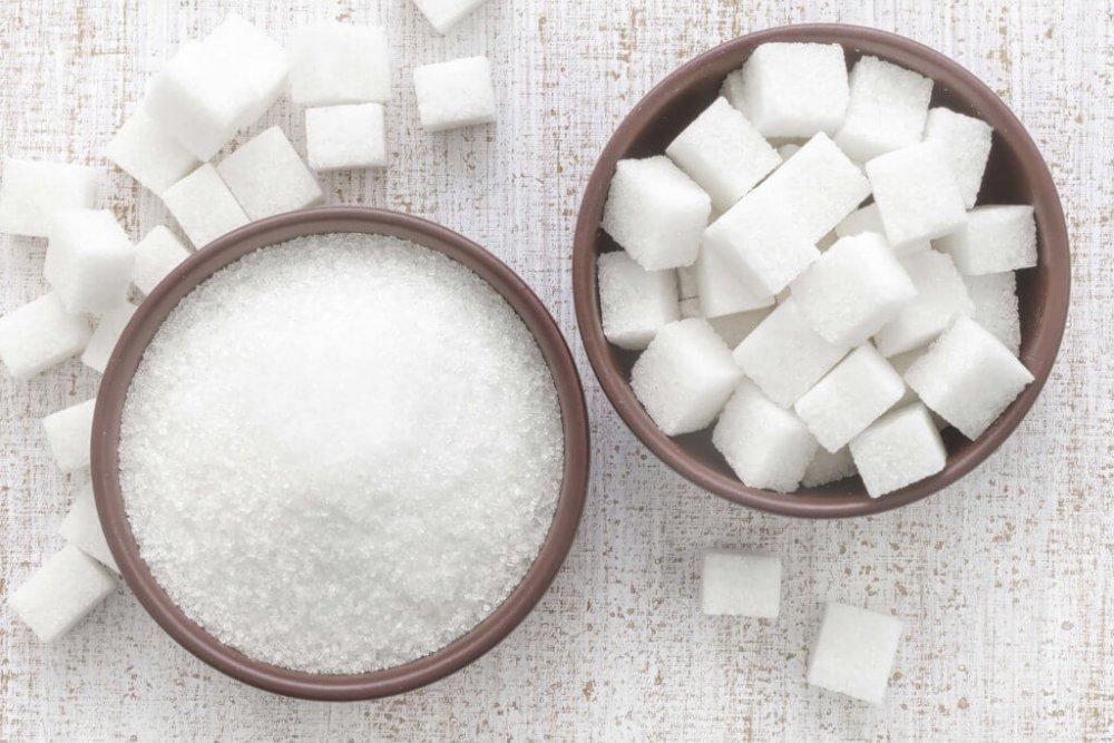 يجب عدم تناول السكريات المكررة قبل تلقي لقاح فيروس كورونا