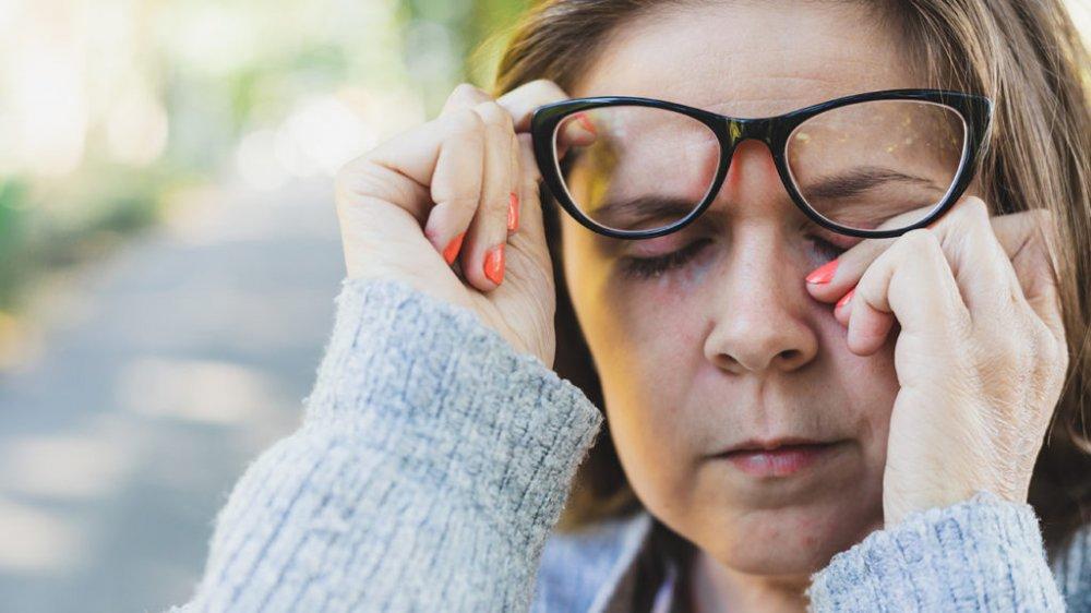 اسباب خلقية تقف وراء شلل العصب البكري المسبب لازدواجية الرؤية
