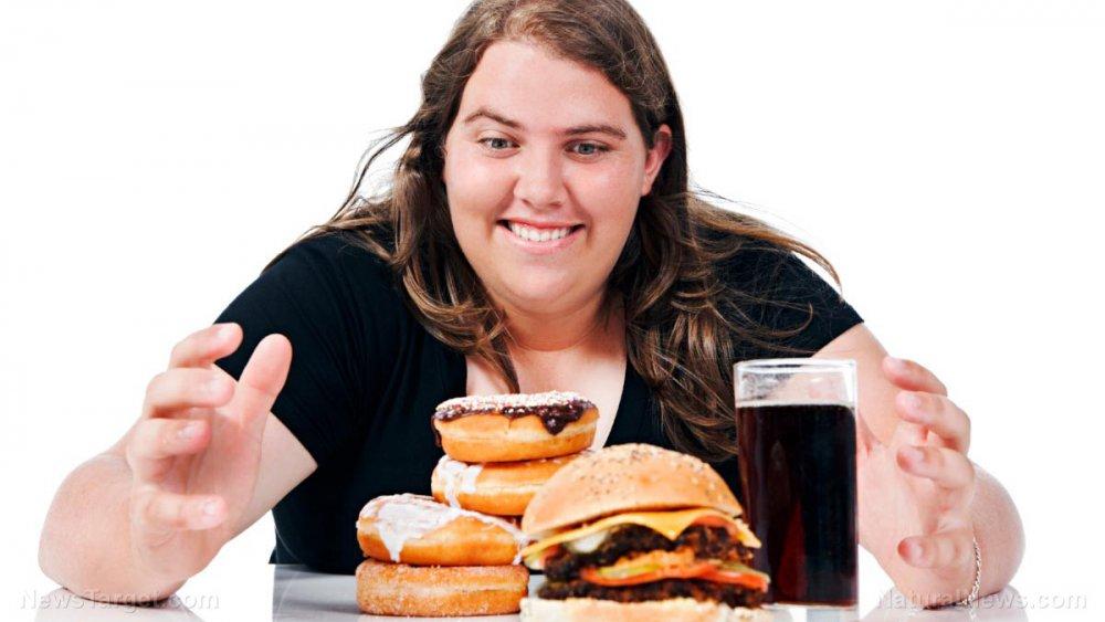 الاطعمة غير الصحية وقلة الحركة من اسباب تراكم الدهون في منطقة البطن والظهر