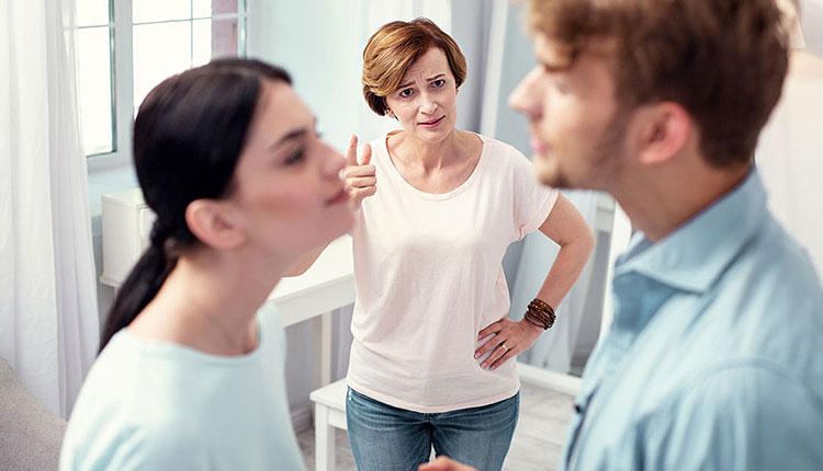 كيف تتعامل الزوجة مع كره الزوج لأهلها دون أن تخسره