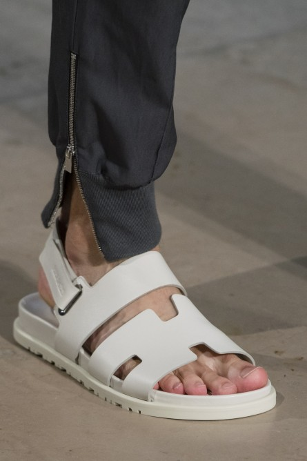 15e9722ae بتصميمات خرافية.. إليك تشكيلة أحذية رجالية صيفية عصرية وأنيقة (صور ...