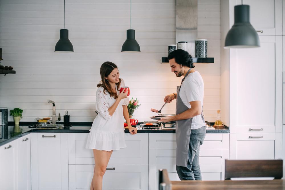 اهتمام الزوجة بمظهرها ونظافتها داخل وخارج المنزل يعزز اشتياق الزوج لها مدى الحياة