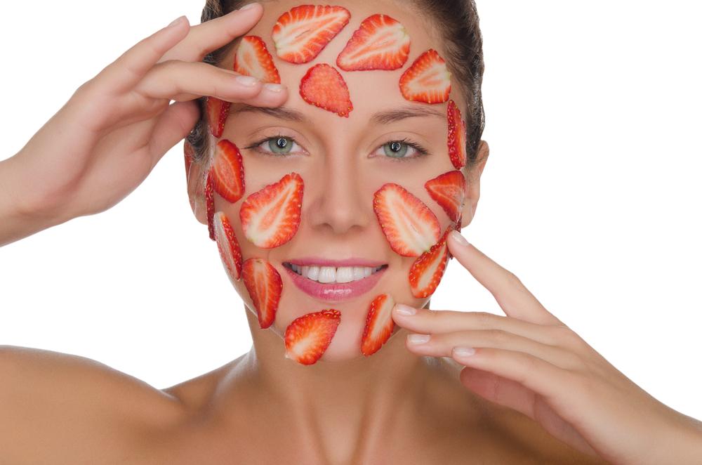 ماسك الفراولة وبياض البيض والموز لاستعادة نضارة البشرة المتقدمة بالعمر