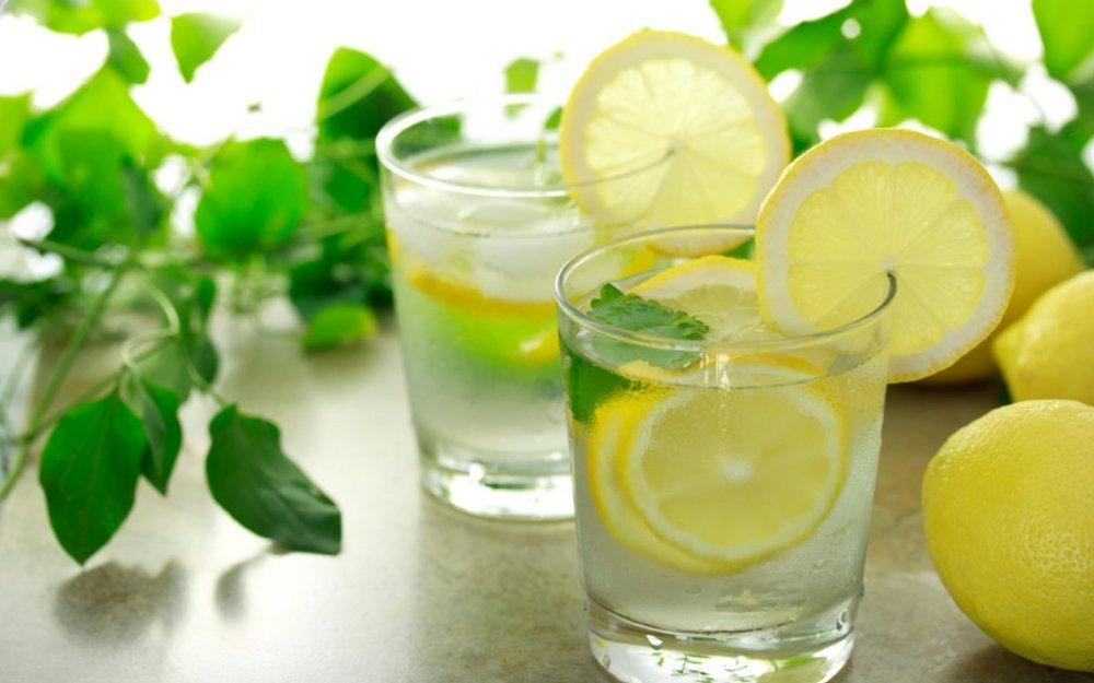 يساعد رجيم الماء و الليمون في مقاومة الرغبة في الجوع