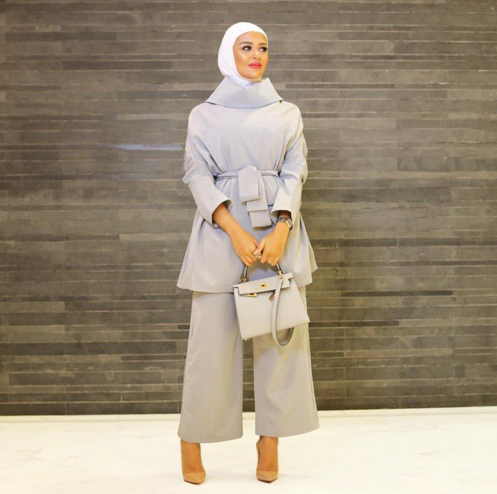 3171188a1 5 طرق لارتداء بنطلون واسع مع الحجاب - مجلة هي