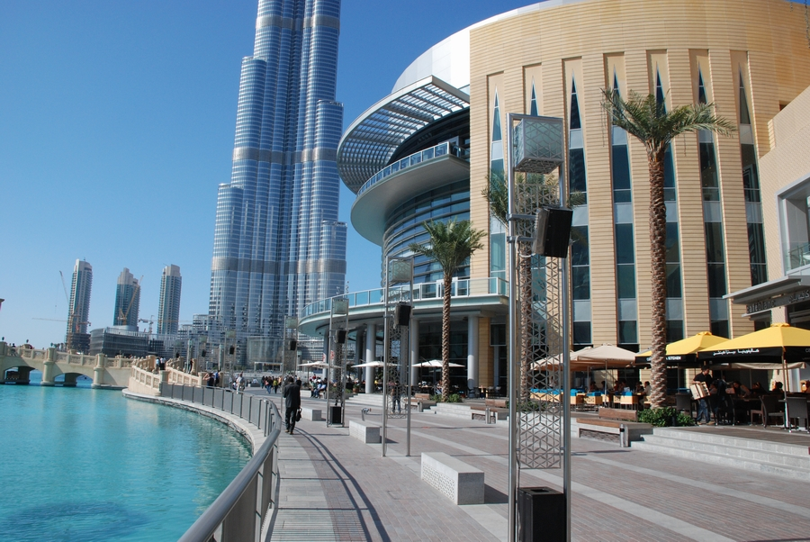 فيديو استمرار التسوق في دبي مول رغم انقطاع الكهرباء - مجلة هي