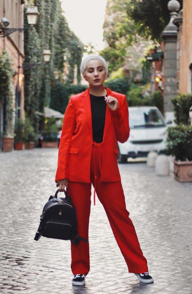 2eb5c05c10271 ملابس محجبات مع البدلات الرسمية لشتاء 2018 - مجلة هي