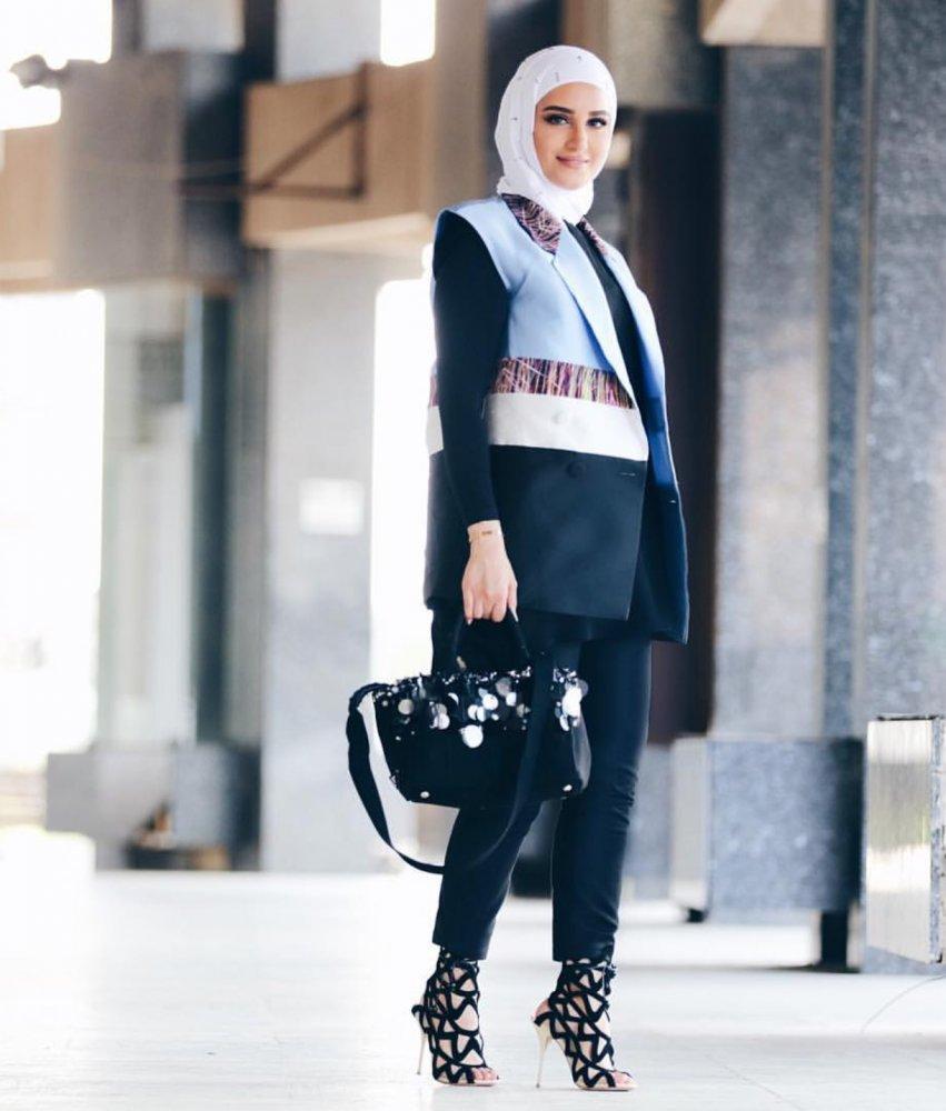 aef1d7ece ملابس محجبات مع البدلات الرسمية لشتاء 2018 - مجلة هي
