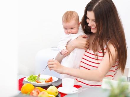 تغذية الأم الحامل والمرضع