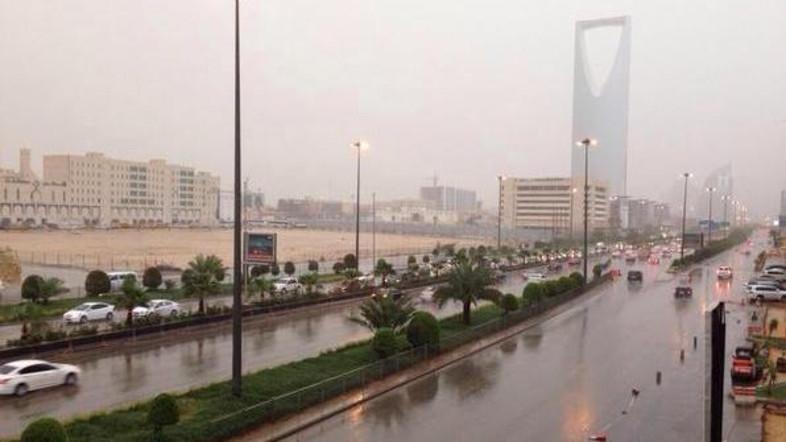 الأرصاد تعلن هطول الأمطار الرعدية على بعض مدن المملكة - مجلة هي