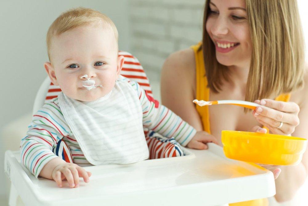 كيفية تربية الأطفال ، يجب إطعام الطفل وإطعامه بشكل صحيح