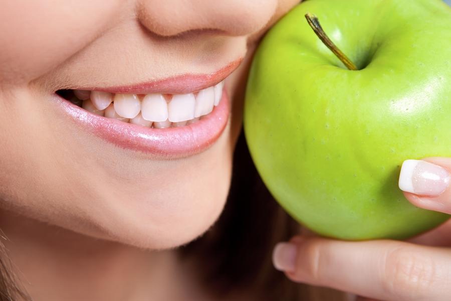 التفاح الاخضر.. فوائد رائعة للاسنان و الجسم