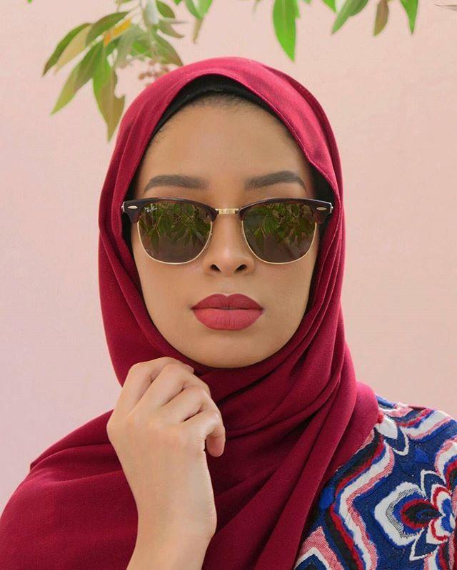 f27276c09 طرق تنسيق النظارات الشمسية مع ستايل الحجاب - مجلة هي