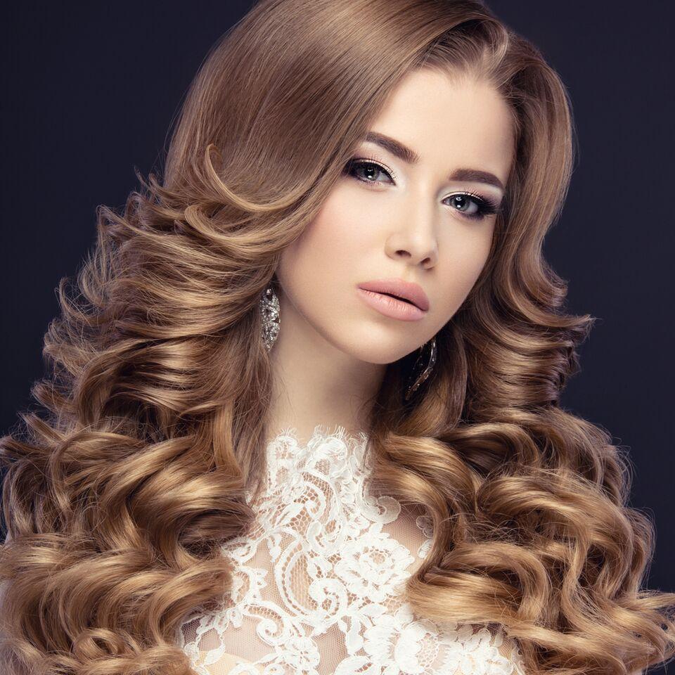 تسريحات الشعر الطويل للعروس