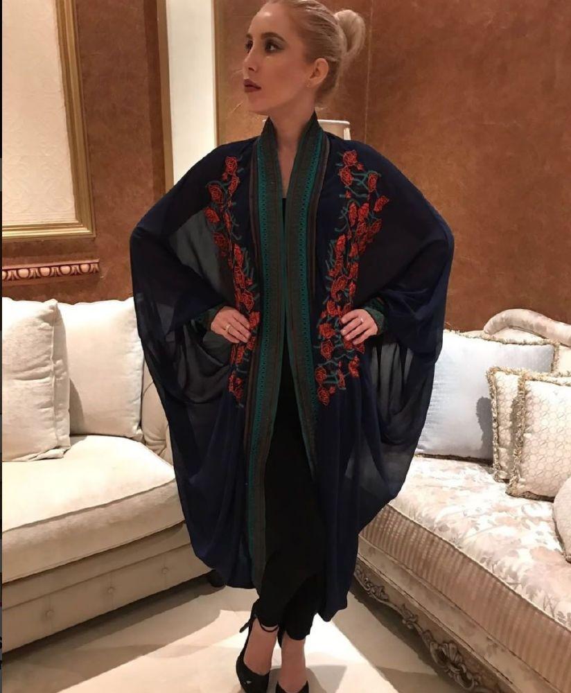 bb5ebb790 مصممة الأزياء السعودية بدور المغامس لـ