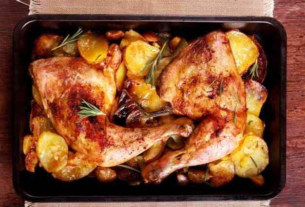 اكلات سريعة التحضير للغذاء مثل بطاطس بالدجاج في الفرن