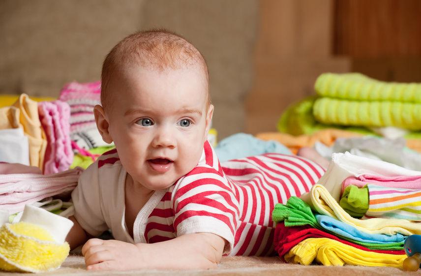 816d57c850910 كيف تختارين ملابس طفلك الرضيع - مجلة هي