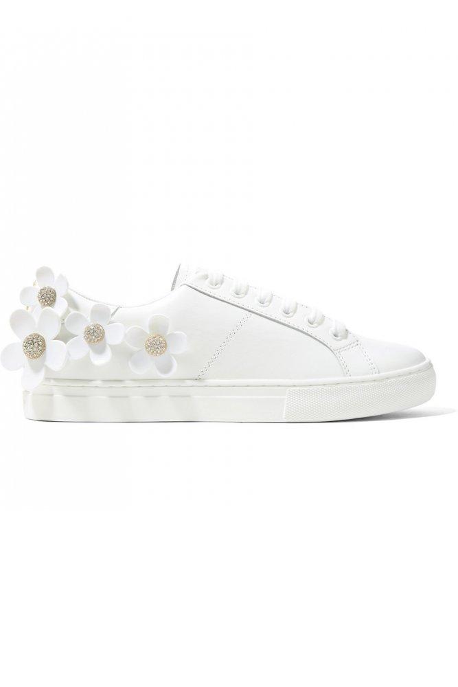 a73dd56f4 موديلات أحذية رياضية للبنات باللون الأبيض - مجلة هي