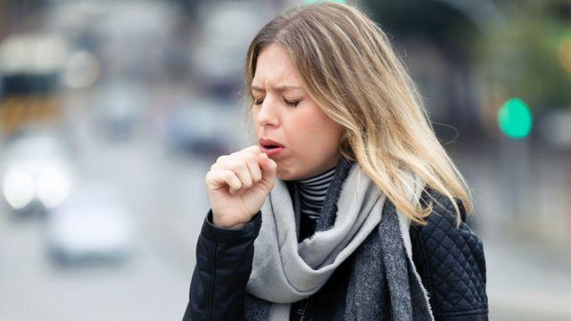 السعال وصعوبة التنفس من أعراض مضاعفات كورونا