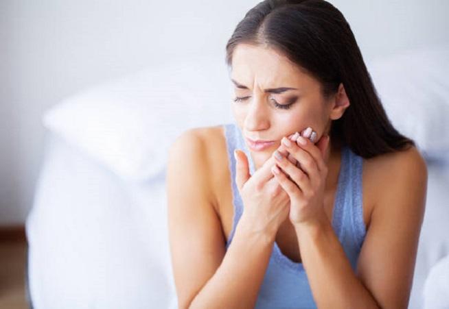 التدخين السلبي يسبب سرطان الفم