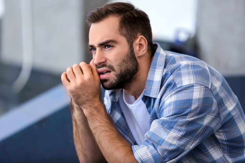 ظهور علامات الحنين والشوق للزوجة الاولى بعد زواجه الثاني