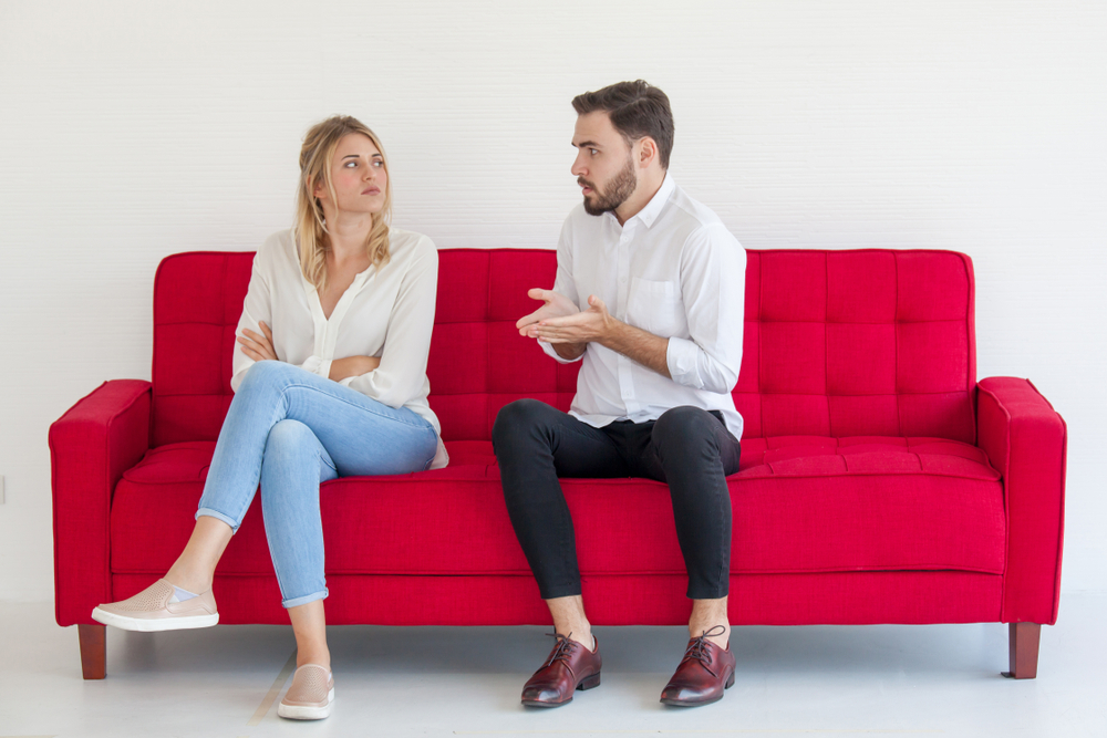 مقارنة الزوج بين الزوجة الاولى والثانية من علامات ندمه بعد زواجه الثاني