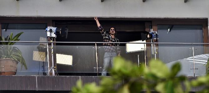 شاروخان Shah Rukh Khan بدأ في تصوير مشروع فني جديد من منزله - مجلة هي