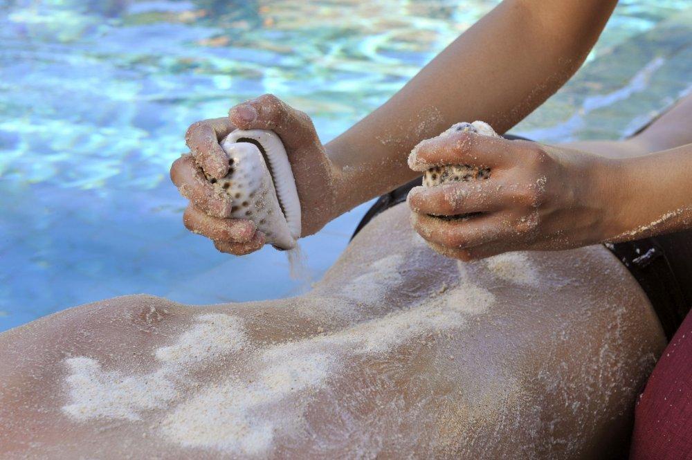 فوائد رمل البحر للبشرة والجسم