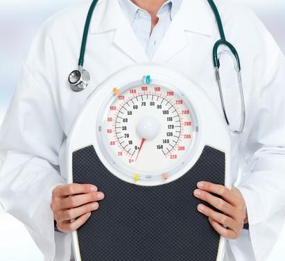 الطبيب المختص مسؤول عن توظيف عمليات خسارة الوزن وآثارها النفسية