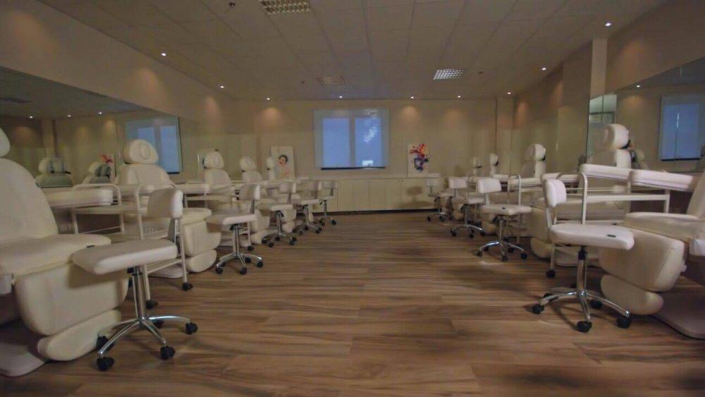 ad71ef3d0cf2e افتتاح أكاديمية نضرة بالرياض .. أكاديمية التجميل العالمية الأولى في  السعودية - مجلة هي