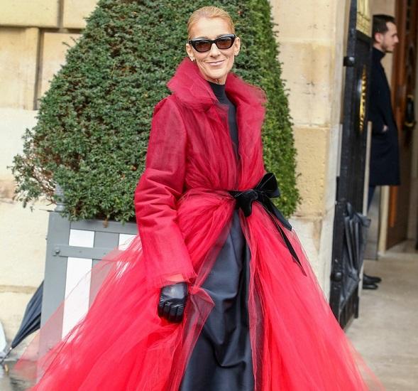bc11b0b141453 المغنية البالغة من العمر 50 عاما ظهرت في العديد من المناسبات خلال أسبوع  الموضة في باريس هذا الشهر و بدت مذهلة في العديد من الأزياء الراقية.