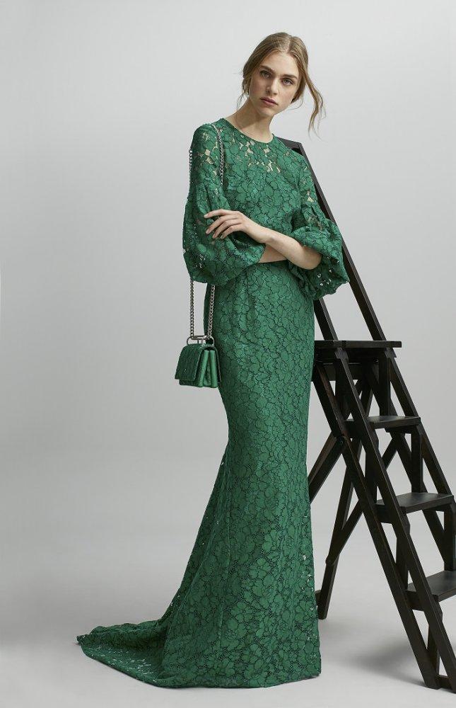 b01bc49e9 CH Carolina Herrera تختار لك اللون الأخضر لتتألّقي في العيد - مجلة هي