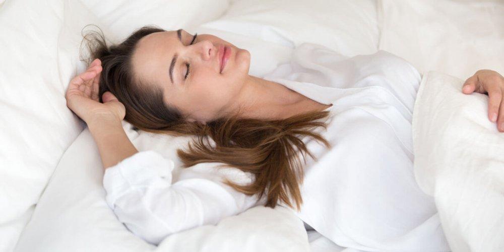 النوم بطريقة خاطئة يسبب آلام الرأس