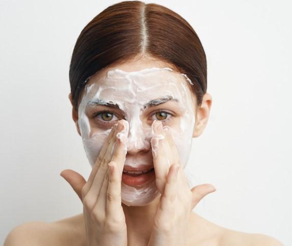 نصائح جمالية لتنظيف البشرة والتخلص من المسام المسدودة