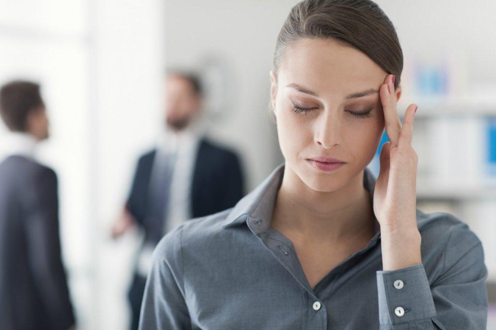 الضغط العصبي يسبب الصداع النصفي مع ألم العيون