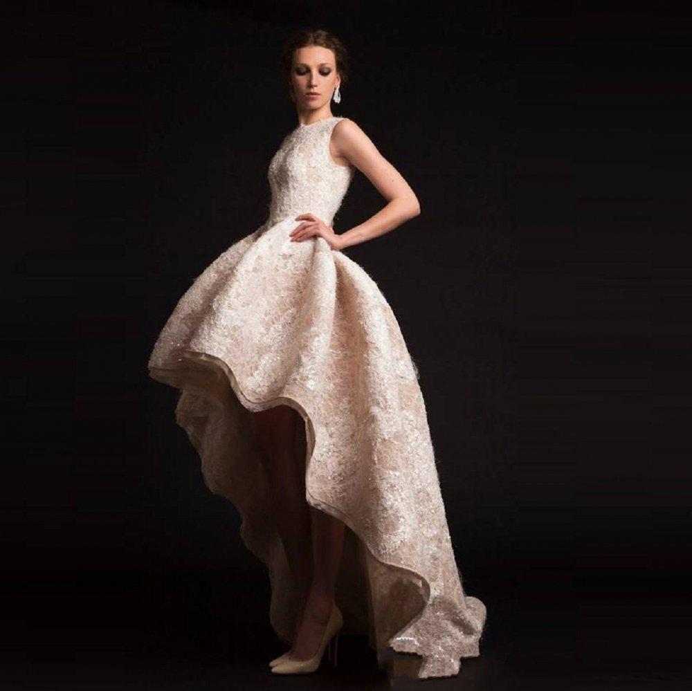 10cdca75b نصائح لارتداء فستان زفاف قصير من الامام وطويل من الخلف - مجلة هي