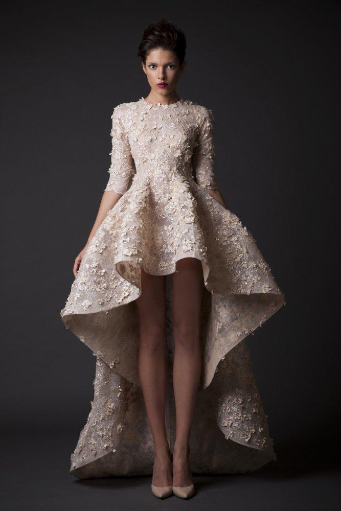 e2f52e62b4bc7 نصائح لارتداء فستان زفاف قصير من الامام وطويل من الخلف - مجلة هي