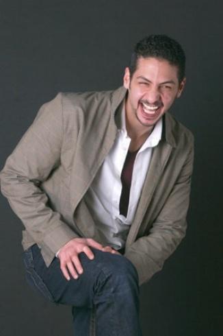 شاهدوا بالصور اللقطات الأولى من جنازة عمرو سمير وأسرته تضع صورته على النعش - مجلة هي