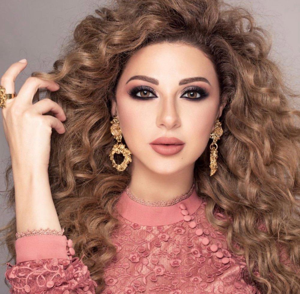 تسريحات شعر للسهرة مستوحاه من ميريام فارس - مجلة هي