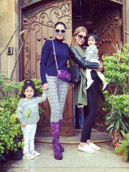 غادة مع احفادها