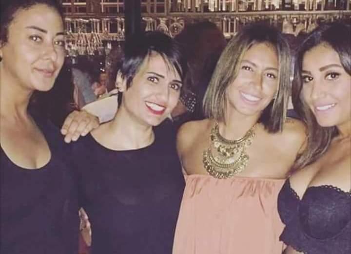دينا الشربيني وصديقاتها