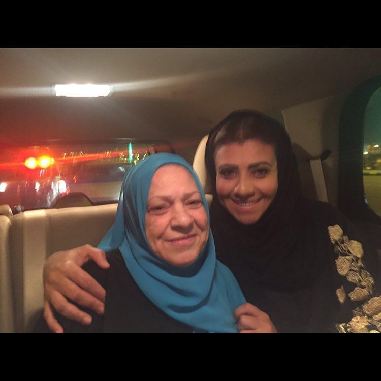 نشوى مصطفى ووالدتها