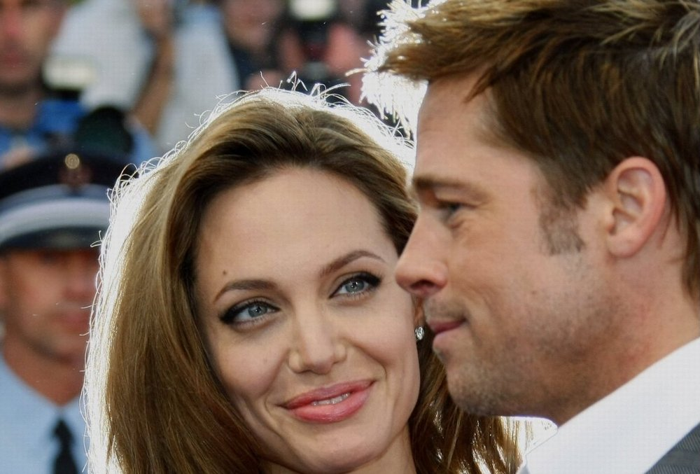 Brad Pitt and Angelina Jolie Falling in Love on Set